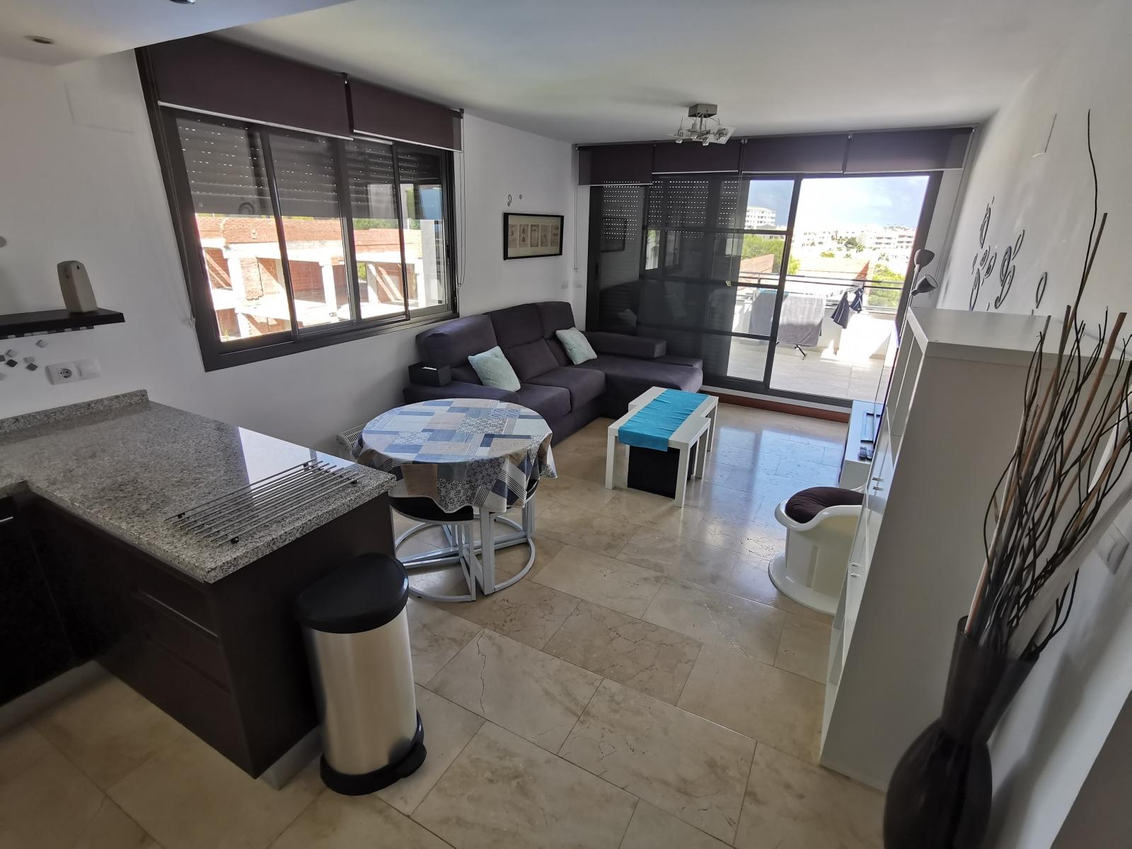 Cuisine-vue-salon-Lomas-de-Campoamor