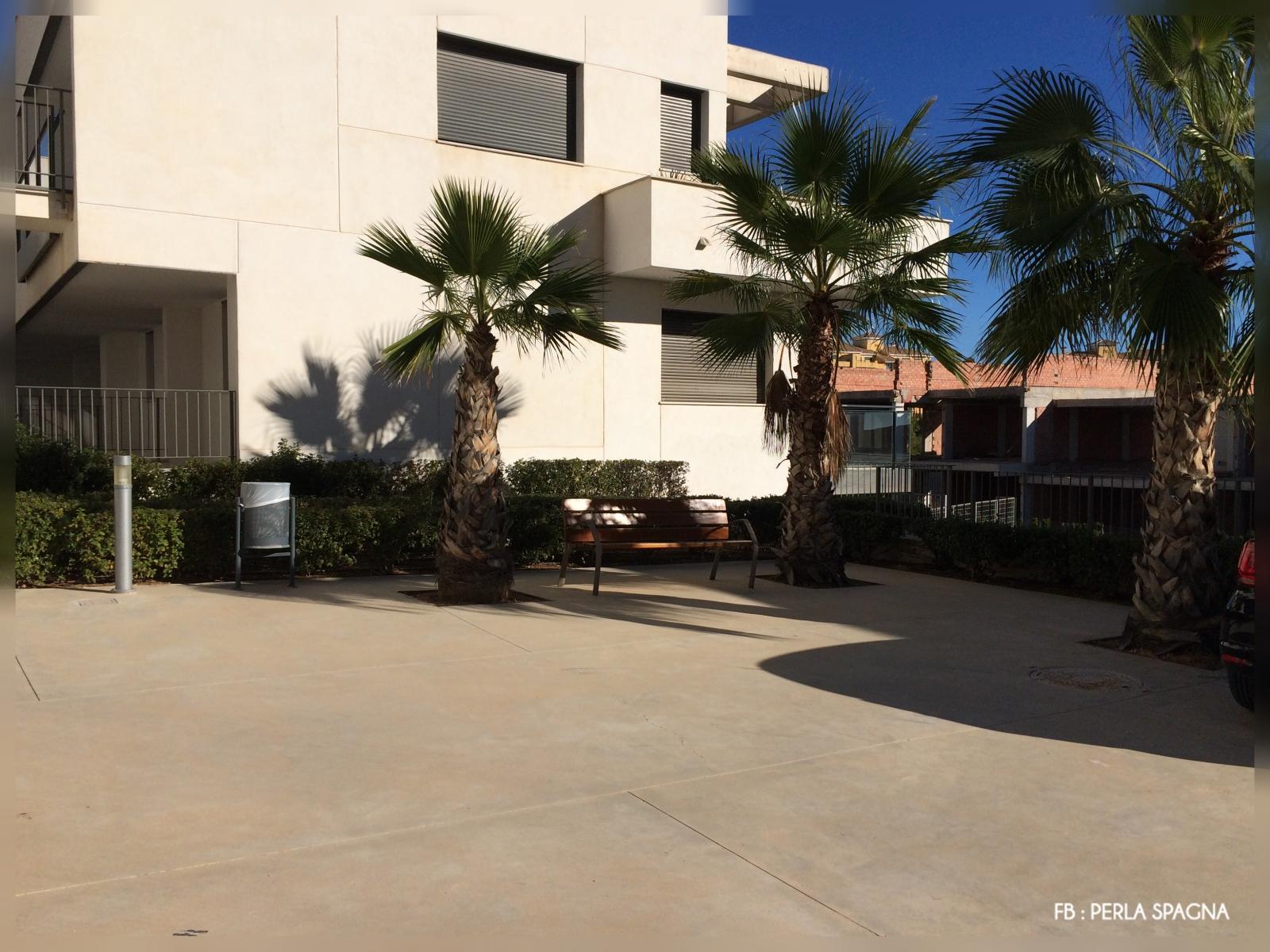 Placette-devant-appartement-Lomas-de-Campoamor
